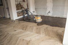 Tarima Punta Hungría de roble, acabado al aceite. Hardwood Floors, Flooring, Wood Flooring, Oak Tree, Oil, Wood Floor Tiles, Floor