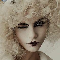 SMARTOLOGIE: Cara Delevingne for i-D Magazine November 2013 http://www.fashion.net/today/