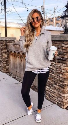Awesome 35 Magnificient Mom Outfits Ideas For Beautiful Mother That Looks Cute Casual Winter Outfits, Casual Fall Outfits, Stylish Outfits, Hot Mom Outfits, Casual Sneakers Outfit, Date Night Outfits, White Shoes Outfit, Casual Weekend Outfit, Autumn Casual