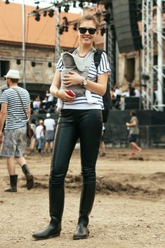 femmesinrubberboots:  (via » Summer #FestivalChic Week With UPC. First Post From Electric Castle.)    Sexy mama!