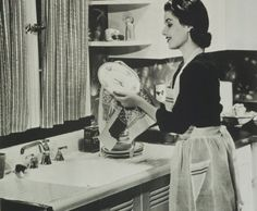 Dishwashing has never looked lovelier. #vintage #1950s #homemaker #kitchen