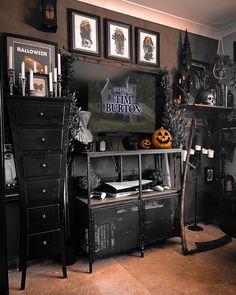 Dark Home Decor, Goth Home Decor, Halloween Bedroom, Halloween Home Decor, Halloween Decorations, Gothic Room, Gothic House, Bauhaus, Horror Decor