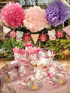 Set a sweet Hello Kitty table with the Enchanted Party set. #hellokitty #party