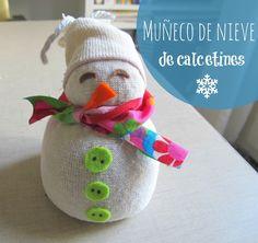 Muñeco de nieve hecho con calcetines #reciclajecreativo #Christmascrafts #manualidadesnavideñas #Navidad  www.manualidadesytendencias.com