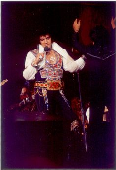 """JULY 1975 performed at the Civic Center, Asheville, NC at p. The crowd was 7437 and Elvis wore """"Totem pole"""" suit with Red armadillo belt and """"Chicken-none"""" suit choker. Elvis Presley Concerts, Elvis Presley Family, Elvis In Concert, John Lennon Beatles, The Beatles, Elvis Presley Images, Concert Wear, Buddy Holly, Chuck Berry"""