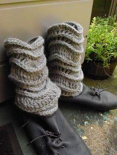 Leg warmers Crochet Leg Warmers, Knit Crochet, Crocheting Patterns, Patterned Leggings, Fashion Socks, Boot Cuffs, Crochet Clothes, Sewing Ideas, Envy