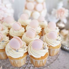 Süßes für die Babyparty, den Kindergeburtstag oder auch die Taufe Macarons, Sweet Table Wedding, Naked Cakes, Cupcake Shops, Fondant Cupcakes, Pink Cupcakes, Salty Cake, Baking Tins, Oui Oui