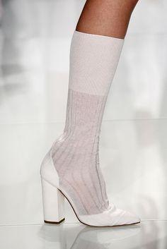 Les bottes blanches du défilé Francesco Scognamiglio printemps-été 2017