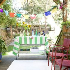 Make the most of limited patio space with a small, easily movable buffet table. More small-space entertaining tips: http://www.bhg.com/party/birthday/themes/small-space-outdoor-entertaining-tips/?socsrc=bhgpin050913smallbuffettable=7