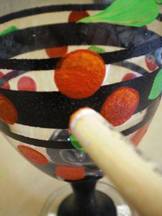 Tips for painting on glas and ceramic - got great colours that can be hardenend in the oven after paint, and even stand dishwasher without loosing colour....
