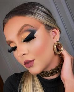 Sexy Makeup, Makeup Lovers, Makeup Designs, Christmas Pictures, Make Up, Hoop Earrings, Eyes, Inspired, Beauty