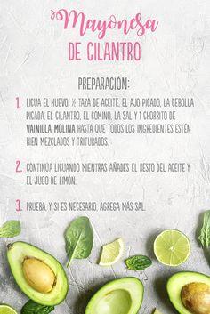 La mayonesa de cilantro se prepara con tan solo: 1 huevo, 1 taza de aceite, 1 diente de ajo picado, 2 cucharadas de cebolla blanca picada, 1/2 manojo de cilantro, 1/2 cucharadita de comino molido, 1/2 cucharadita de sal, 2 cucharadas de jugo de limón y 1 chorrito de Vainilla Molina.