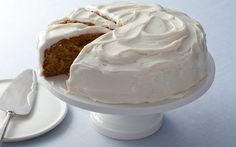 Combine Italian meringue with butter for a soft, smooth and very sweet icing.