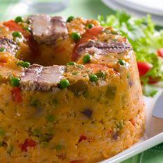 Aprenda a preparar cuscuz de sardinha com esta excelente e fácil receita.  O cuscuz paulista é uma receita de verão bem popular para servir em churrasco, aniversário...