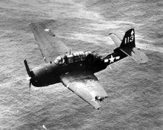 Tulagi WW2 | Un torpedero TBF Avenger ha sido víctima de fuego antiaéreo , se ...