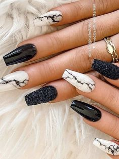 Cute black coffin nails with glitter and marble nails design! Here are some cute winter nail designs between black and silver glitter nails, black and gold glitter nails, and black marble nails designs. Black Marble Nails, Marble Acrylic Nails, Acrylic Nails Coffin Short, Fall Acrylic Nails, Coffin Nails, Black Nails, Purple Nails, Edgy Nails, Stylish Nails