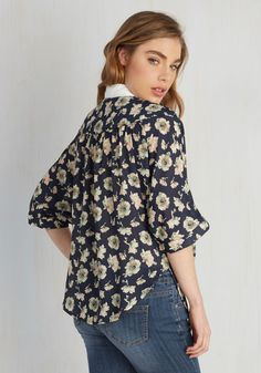 Your week was a smashing success, so enter your weekend on that same high note by sporting this beautiful button up! Flaunting style of the highest tier, this blouse features a white contrast collar, dolman sleeves, and an ivory, blush, and mint floral print, making for a look that's unsurpassably cool.