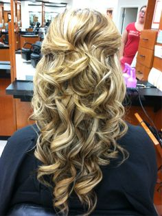 Wavy #hair #extensions on #bloomdotcom