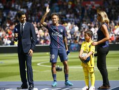 Neymar was welcomed by his adoring new supporters with the player afforded a Hollywood entrance on the pitch ahead of Paris Saint-Germain's Ligue 1 opener against Amiens. Neymar 2017, Neymar Jr, Psg, New Year New Beginning, New Beginnings, Marketing, Presentation, Hollywood, Football