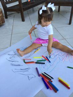 Desenhando com giz de cera