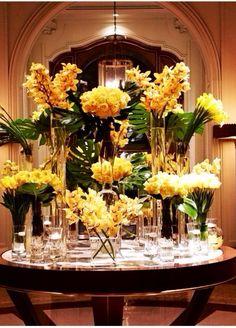 Arreglo espectacular con flores amarillas