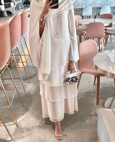 Would you wear this? Abaya Fashion, Muslim Fashion, Modest Fashion, Fashion Outfits, Fashion Tips, Womens Fashion, Summer Outfits Women, Casual Summer Outfits, Modest Outfits