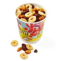 Use paper cups to serve finger food like this trail mix. Combine 4 cups cereal, 1 cup dried cherries, 1 cup soy nuts (they're typically safe for peanut-allergic kids, but check the label), and ? cup mini chocolate chips. Send in with 24 3-oz. cups.  82 calories, 3g fat