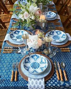 Blue and White Place Setting Spring Outdoor Wedding Table Rustic Country Round Table Settings, White Table Settings, Beautiful Table Settings, Wedding Table Settings, Table Wedding, Wedding Ideas, Farmhouse Dinnerware, Dining Room Blue, Dining Rooms