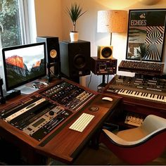 Studio of @edwardmacfarlane featuring a 20U walnut desk from @mixingtable _______________________________________________#musicstudio #musicproduction #studioporn #studiosetup #recordingstudio #music #homestudio #homerecording #studiolife #studiolifestyle