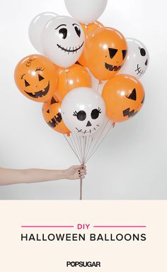 These DIY Halloween Balloons Are So Easy, It's Scary Are you ready for the world's easiest Halloween DIY project? Seriously, even Edward Scissorhands could pull this one off. Well, he might pop a few balloons in Fröhliches Halloween, Halloween Balloons, Trendy Halloween, Halloween Party Supplies, Halloween Party Games, Halloween Birthday, Diy Halloween Decorations, Holidays Halloween, Birthday Ideas