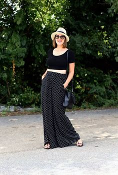 How to style a crop top with palazzo pants Street Style 2017 Summer, Chic Summer Style, Street Style Edgy, Autumn Street Style, Star Fashion, Fashion Pants, Fashion Outfits, Fashion Edgy, Mens Fashion