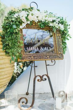 mirrored wedding sign | Photography: Anna Roussos