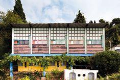 À Roquebrune-Cap-Martin, la villa E-1027 de l'architecte-designer Eileen Gray rouvre ses portes au public jusqu'au 31 octobre, après une longue restauration initiée en 2007 / Unité de camping de Le Corbusier. © Manuel Bougot - FLC/ADAGP, Paris 2015