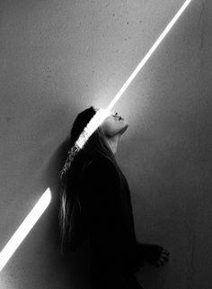 Fotografía artística integrando luz natural.