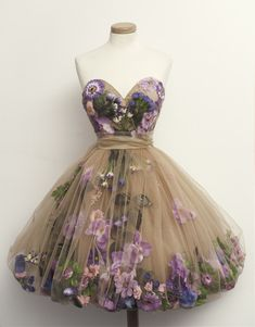 Jupon en tulle : Dress: tulle skirt prom perfect beautiful flowers floral short poofy skirt perfect by chotronette Flower Dresses, Pretty Dresses, Beautiful Dresses, Dress With Flowers, Purple Flowers, Hippie Flowers, Real Flowers, Beautiful Flowers, Flower Skirt