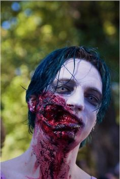 i looked like this for halloween Male Makeup, Sfx Makeup, Costume Makeup, Makeup Hacks, Horror Makeup, Scary Makeup, Halloween Make Up, Halloween Face Makeup, Zombies