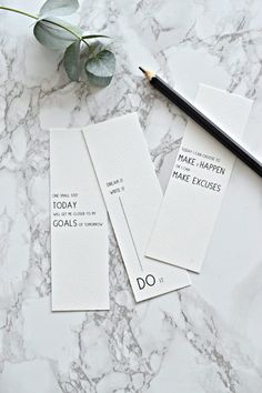 Want to know how to set goals and achieve them? These tips will ensure you achieve your goals plus there's a free printable to make it even easier. Creative Bookmarks, Cute Bookmarks, Paper Bookmarks, Bookmark Craft, Bookmark Ideas, Watercolor Bookmarks, Crochet Bookmarks, Free Printable Bookmarks, Printable Cards