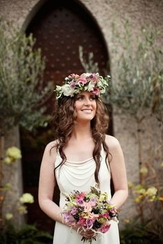 We love how this beautiful flower crown coordinates with this bride's gorgeous bouquet!