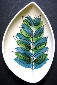 No need to color in the lines! Love the colors. Painted platter, blue, green, leaves #pottery #ceramics #painting
