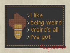 Me gusta ser extraño. Ser extraño es todo lo que tengo.  Concuerdo firmemente.