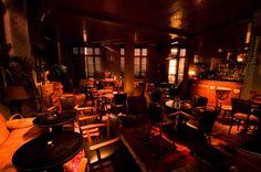 Le china • RESTAURANT • 50 RUE DE CHARENTON • 75012 PARIS - Restaurant branché du 12e arrondissement. Ambiance feutrée et lumières tamisées dans un style colonial. L'endroit est surprenant et les plats originaux et savoureux.