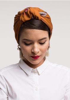 Retro scarf – The Parisian – Cinnamon - All For Simple Hair Evening Hairstyles, Retro Hairstyles, Scarf Hairstyles, Turban Mode, Hijab Turban Style, Hair Wrap Scarf, Hair Scarf Styles, Turbans, Headscarves