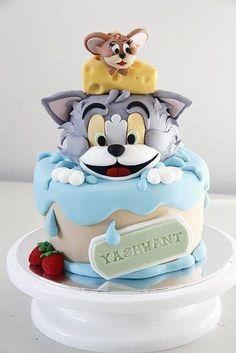 Creative cake decoration