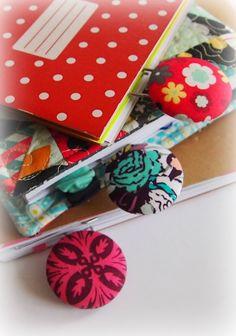 Jak potáhnout knoflík a vyrobit megasvorku - záložku do knížky Gift Wrapping, Mom, Gifts, Gift Wrapping Paper, Presents, Wrapping Gifts, Favors, Gift Packaging, Mothers