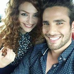 Karbi ve Özcan Tekdemir Romantic Couples, Cute Couples, Hayat And Murat, Cute Love Stories, Love Is When, Asian Love, Hande Ercel, How I Met Your Mother, Teen Actresses