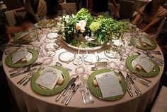 初夏のテーブルコーディネイト@グランドハイアット東京! Space Wedding, Flower Centerpieces, Wedding Coordinator, Tablescapes, Wedding Flowers, Wedding Photos, Table Settings, Bouquet, Table Decorations