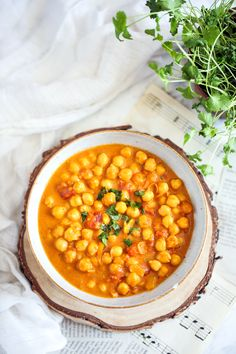 Curry z ciecierzycą Veggie Recipes, Vegetarian Recipes, Cooking Recipes, Healthy Recipes, Good Food, Yummy Food, Tasty, Eat Happy, Chickpea Curry
