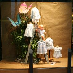 Escaparate Modas Olga, con la moda infantil de Foque y Pili Carrera p/v 2015. Windowshop windowdisplay retail vitrina vitirnes