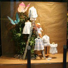 Escaparate Modas Olga, con la moda infantil de Foque y Pili Carrera p/v 2015. Windowshop windowdisplay retail vitrina vitirnes