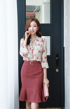 Korean Fashion – How to Dress up Korean Style – Designer Fashion Tips Stylish Work Outfits, Classy Outfits, Work Fashion, Fashion Design, Fashion Styles, Style Fashion, Fashion Ideas, Korean Fashion Trends, Skirt Outfits